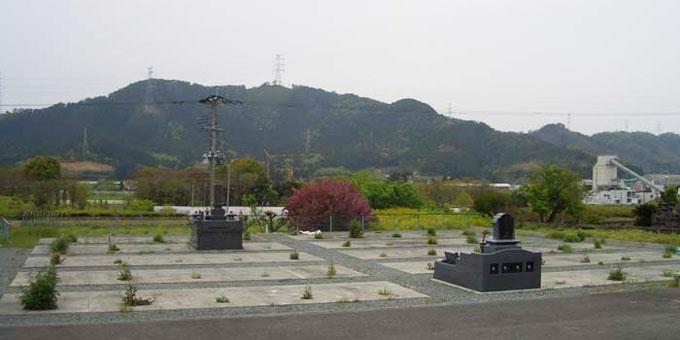 堅志田共同墓地